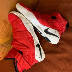 LeBron soldier 11  Nike Boys size 6